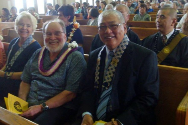 Gov. Abercrombie seated between Lois and Pieper Toyama