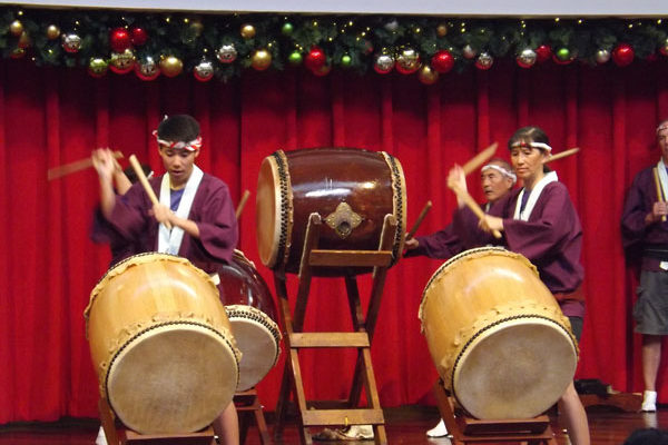 Betsuin taiko players at Ala Moana Center Stage