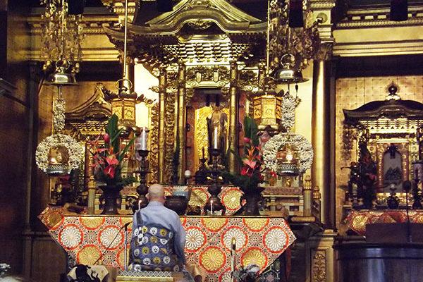 Rimban Hagio, seated, faces the altar which has been prepared for Hoonko (Shinran Shonin Memorial)