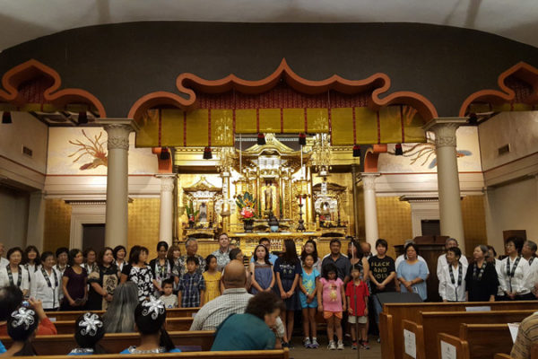 Combined Dharma School and Betsuin choir performs in the hondo